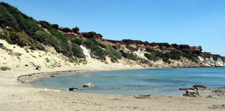 Ορθή Άμμος: Η παραλία που «συναντάς» τους θρυλικούς Δροσουλίτες | ΦΩΤΟ