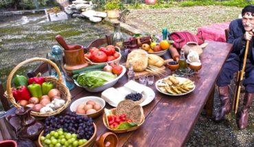 Κρητικό τραπέζι