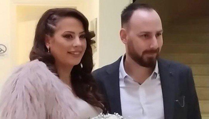παντρεύτηκε