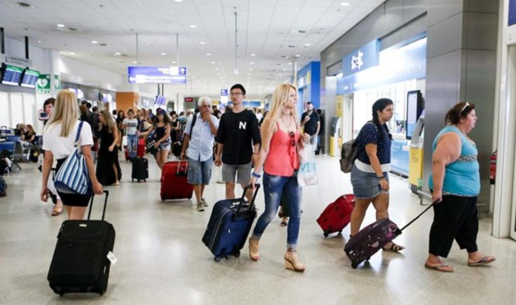 τουριστες αεροδρομιο