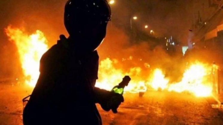 Καταδρομική επίθεση σε αστυνομικό τμήμα από αντιεξουσιαστές | ΒΙΝΤΕΟ