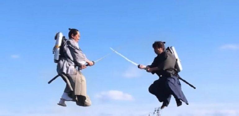 Θεόμουρλοι Γιαπωνέζοι «σφάζονται» σε... εναέριες ξιφομαχίες!   ΒΙΝΤΕΟ