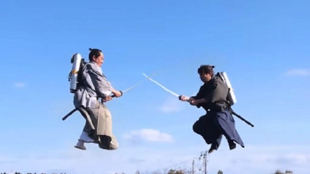 Θεόμουρλοι Γιαπωνέζοι «σφάζονται» σε... εναέριες ξιφομαχίες! | ΒΙΝΤΕΟ