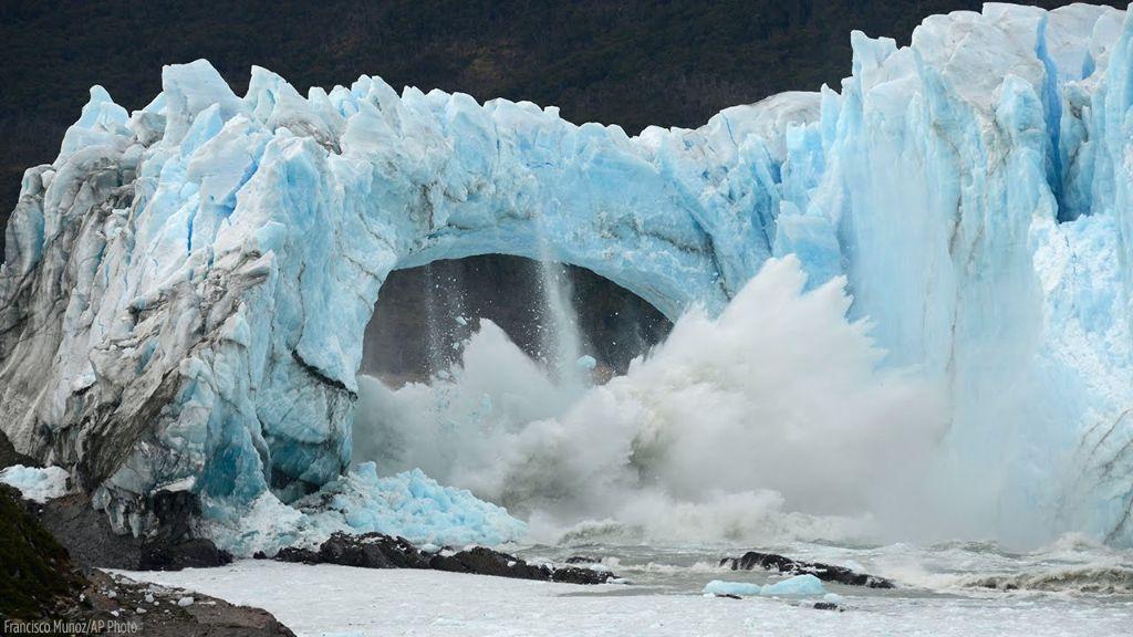Η συγκλονιστική στιγμή που ένας τεράστιος παγετώνας γίνεται 1000 κομμάτια! | ΒΙΝΤΕΟ