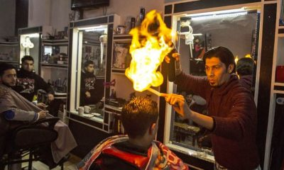 Τούρκος μπαρμπέρης βάζει ΦΩΤΙΑ στους πελάτες του! | ΒΙΝΤΕΟ