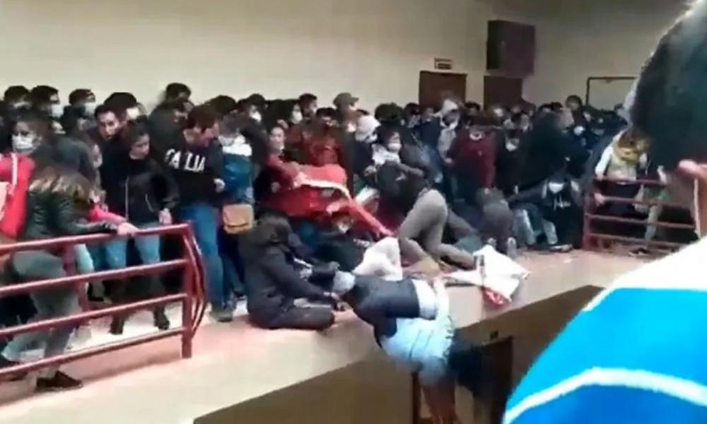 φοιτητες πεφτουν απο μπαλκονι στη βολιβια