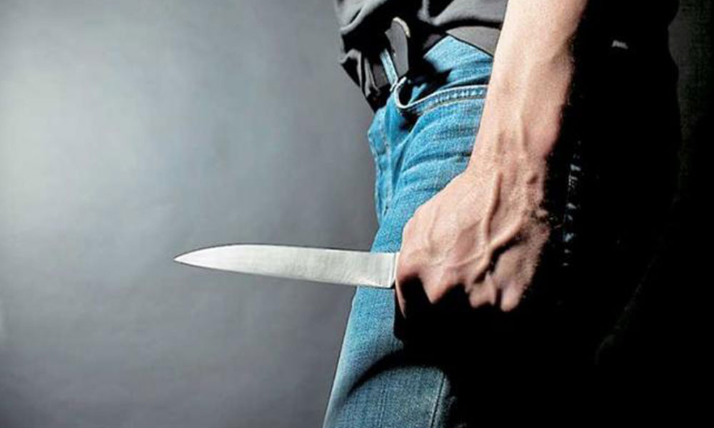 μαχαιρωμενος στο νοσοκομειο με τραυματα απο μαχαιρι