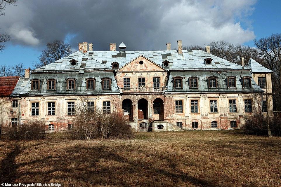 χρυσος των ανζι θαμμενος κατω απο παλατι στην πολωνια