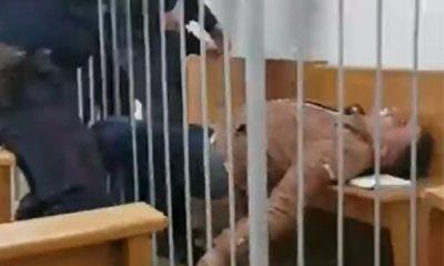 λευκορωσος ακτιβιστης πηγε να κοψει τον λαιμο του μεσα στο δικαστήριο