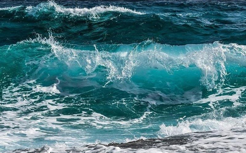 παρασυρθηκε 6χρονη με στρωμα θαλάσσης