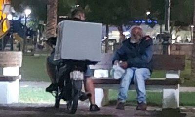 ντελιβεράς άστεγος
