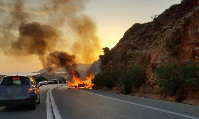 αυτοκίνητο φλόγες